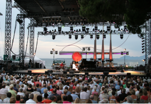 Rent a luxury yacht for the Juan-les-Pins Jazz festival.