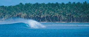 Maldives_Surfing_1