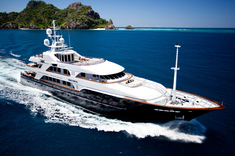 Magnificent NOBLE HOUSE cruising in Tahiti!