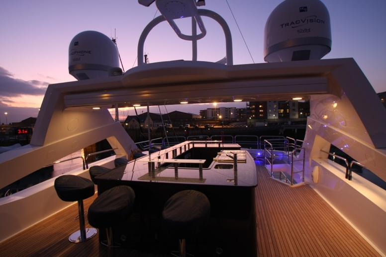Spacious Top Deck aboard DEVOCEAN!