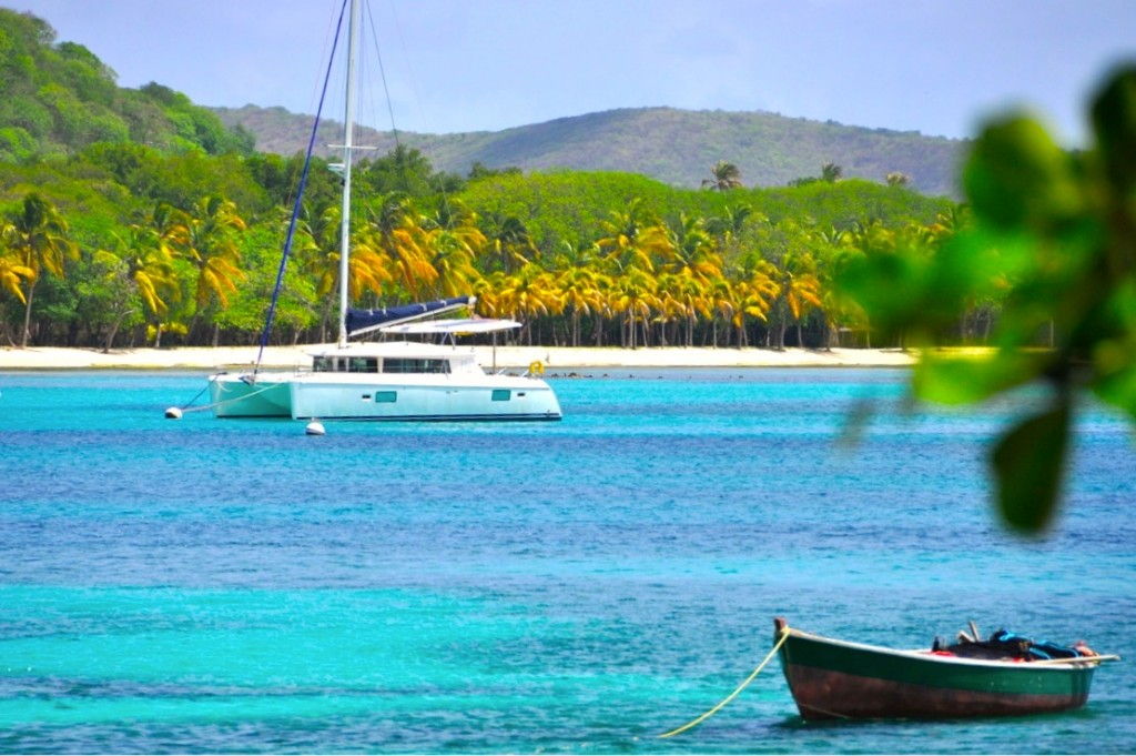 Catamaran_in_Mustique_St_Vincent_and_the_Grenadines_528_1048