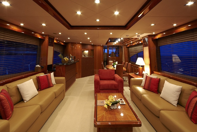 Yacht Live the Moment - Salon