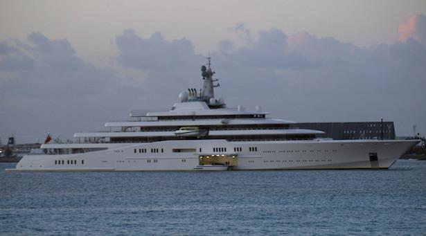 Eclipse_yacht_landing_boat