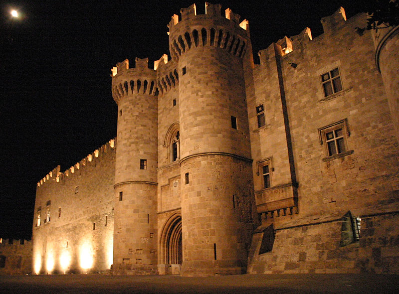 RHODES-TOWN-BY-NIGHT-Rhodes-Castle-of-the-Knights