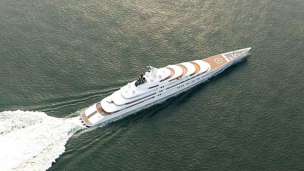 azzam-yacht-top-view