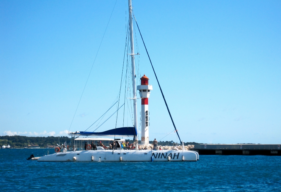 NINAH Event Catamaran