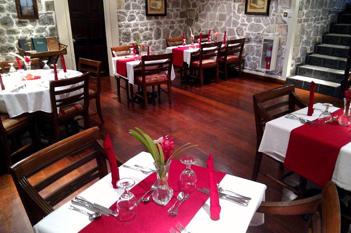 The Sapodilla Room restaurant at the Grenadines House