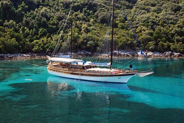 Crewed-Yacht-Charter-In-Croatia12