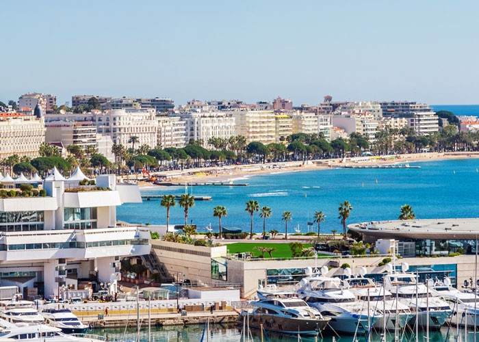 The_Croisette_and_Palais_des_Congres_in_Cannes_2549_5091_286d01