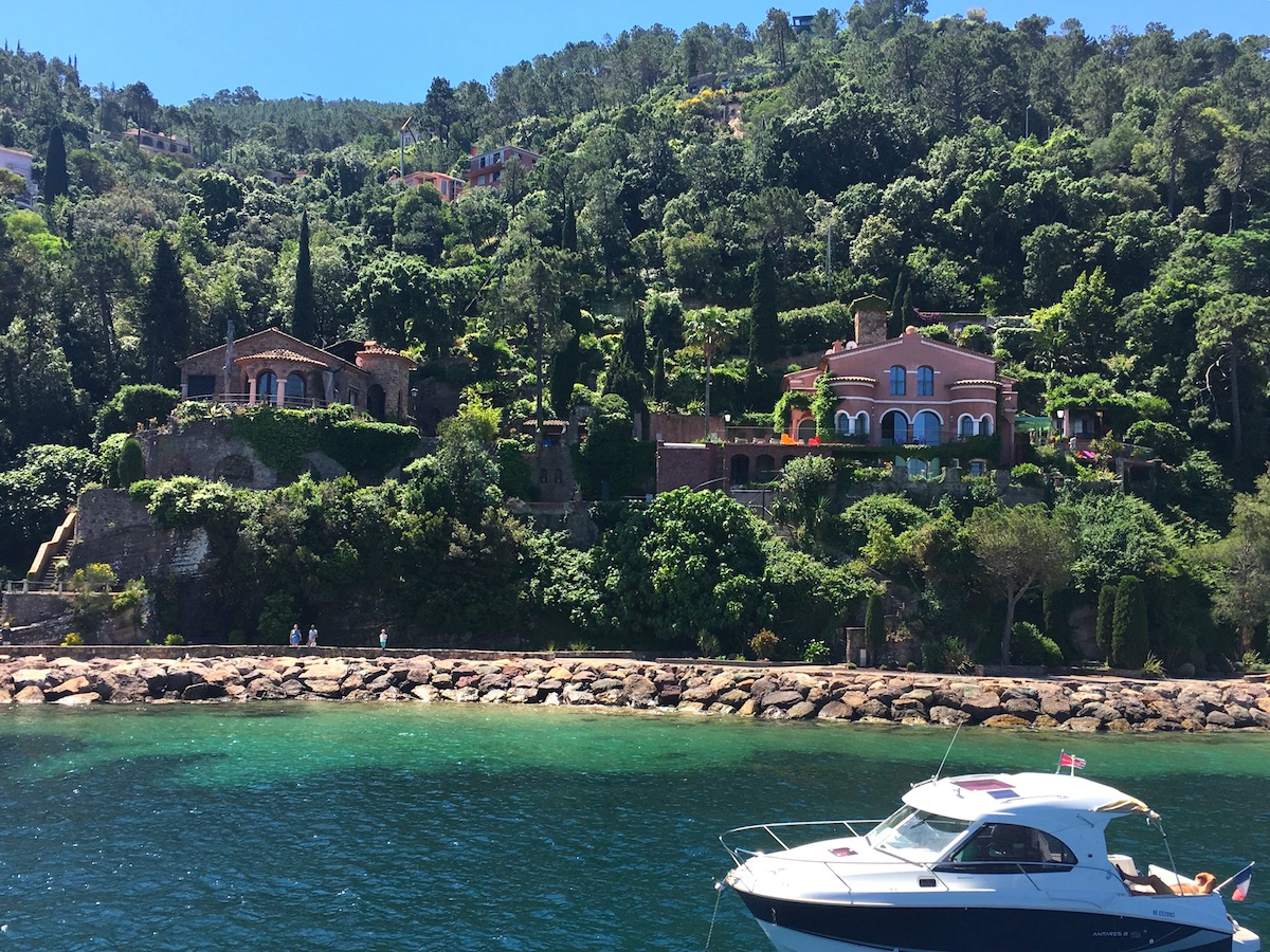 Yacht charter, motor yacht, crewed motor yacht, theoule sur mer, cannes, antibes, iles des lerins, crewed motor yacht