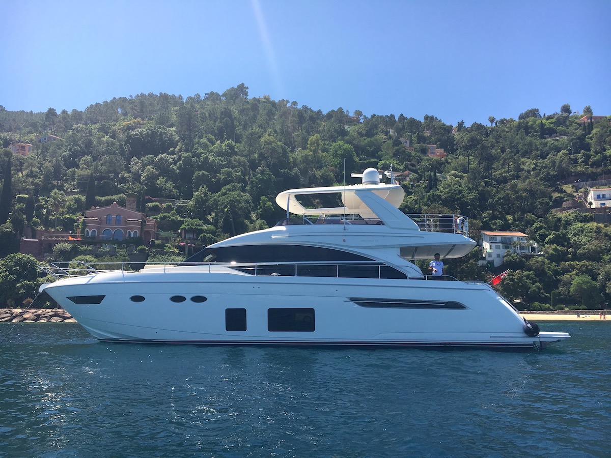 yacht, motor yacht, crewed motor yacht, french riviera, cannes, theoule sur mer, shawlife