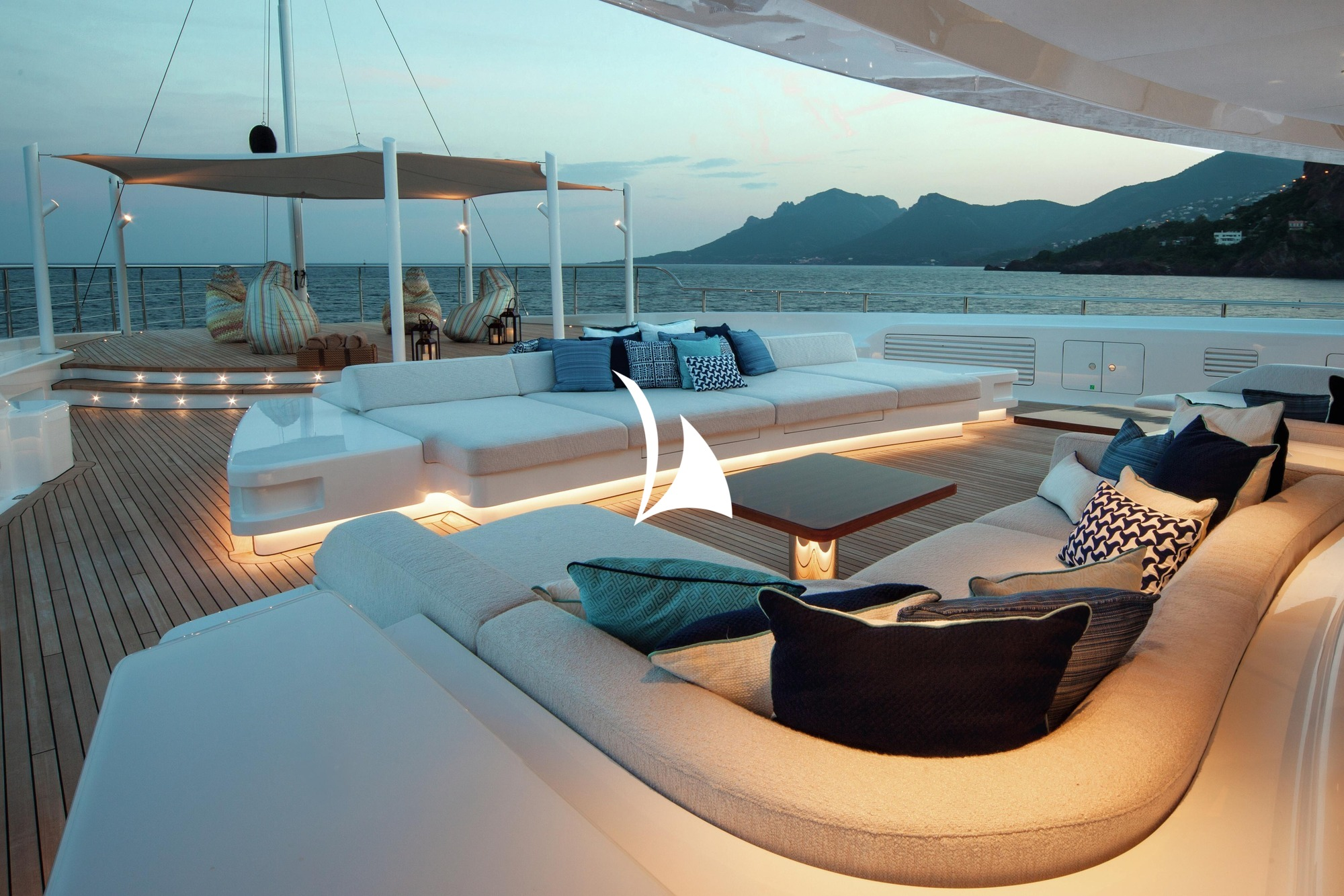 crewed motor yacht, motor yacht cloud 9, yacht cloud 9
