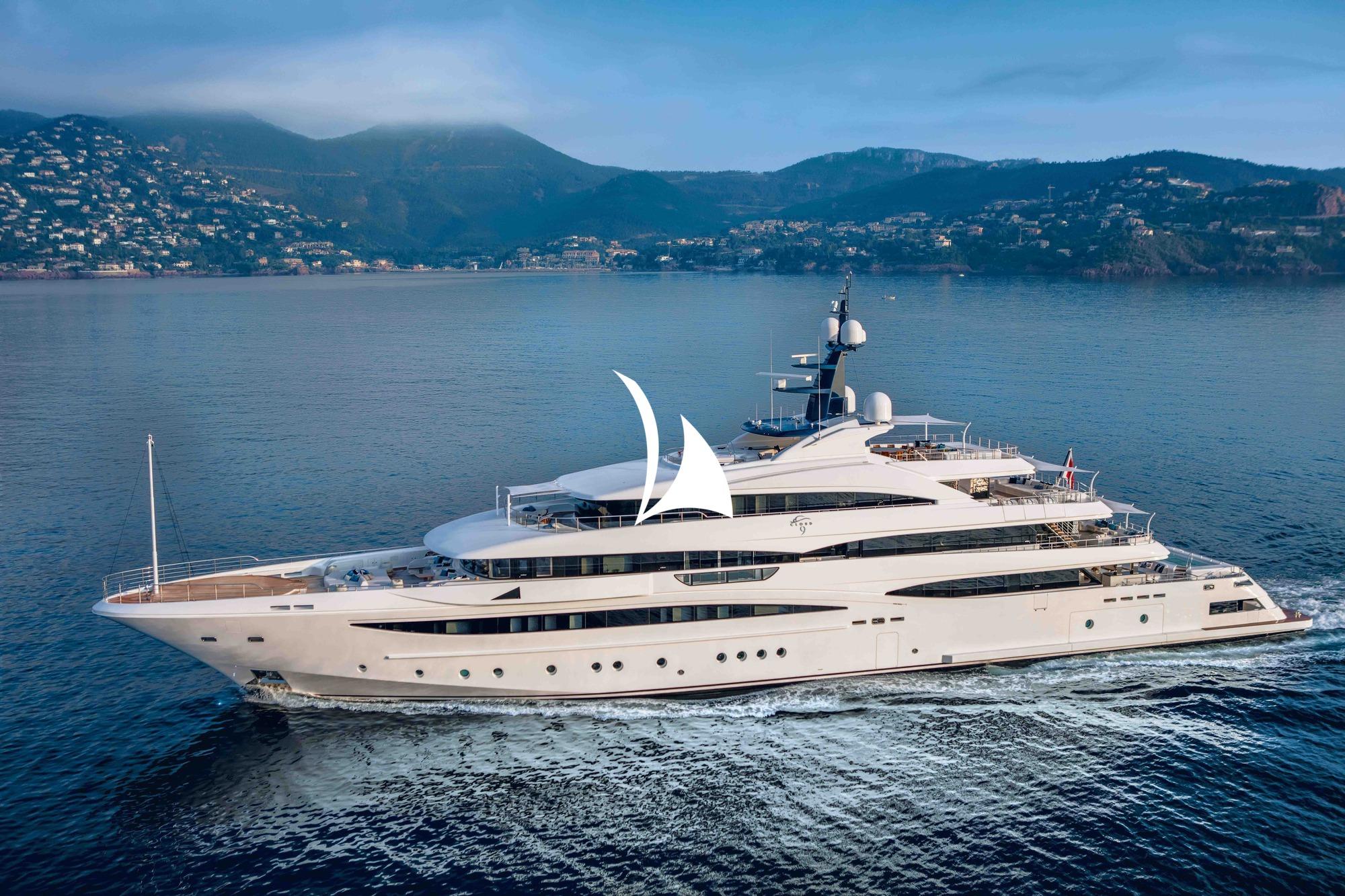 motor yacht, crewed motor yacht, yacht cloud 9, cloud 9