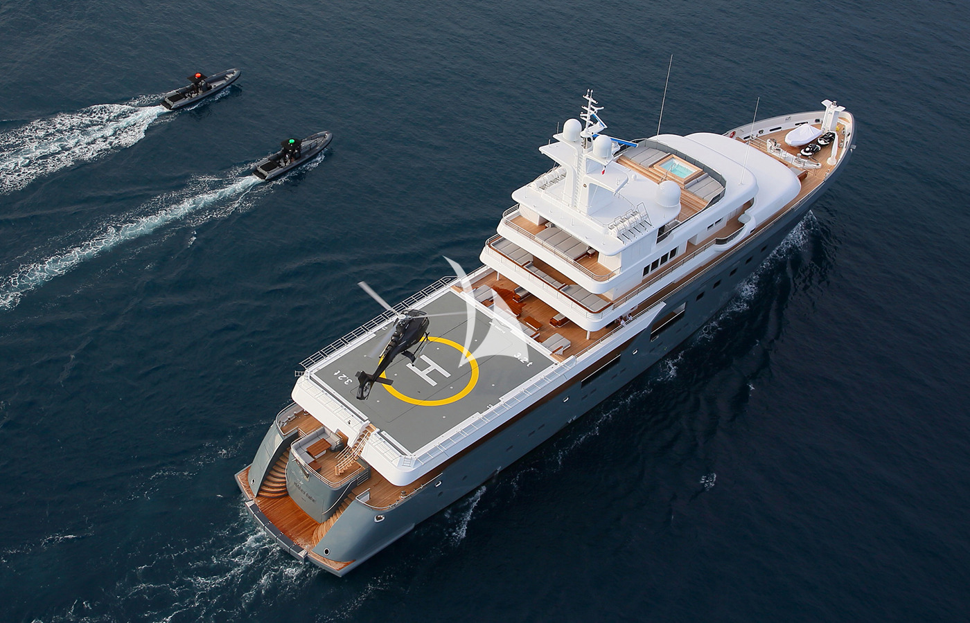 motor yacht, superyacht, luxury yacht, crewed motor yacht, planet nine, yacht planet nine