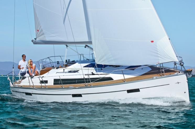 Charter Yacht Bavaria 37 - 2016 - 3 Cabins - Portisco