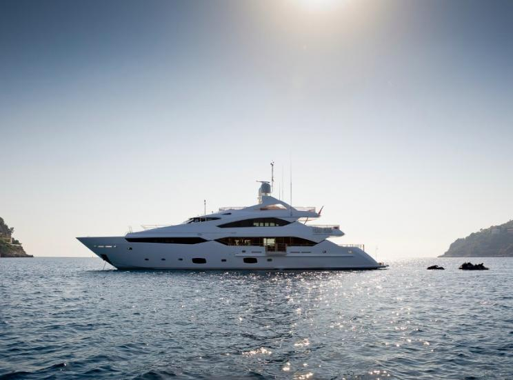 Charter Yacht THUMPER - Sunseeker 40m - 5 Cabins - Cannes - Monaco - Porto Cervo