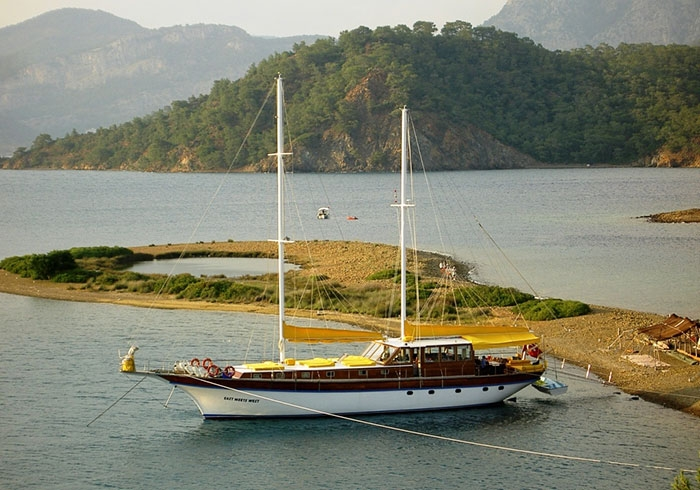 Charter Yacht EAST MEETS WEST - Gulet 27m - 9 cabins - Turkish Blue Cruise Coast