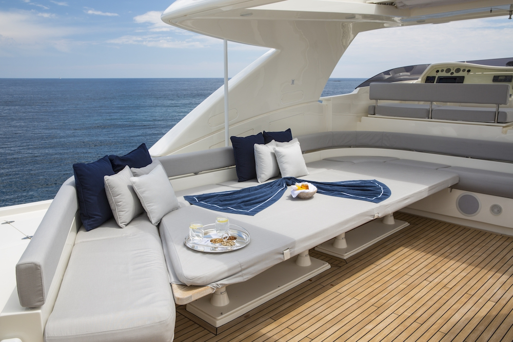 crewed motor yacht porthos sans abri ferretti 881 4 cabins sardinia poltu quatu porto. Black Bedroom Furniture Sets. Home Design Ideas