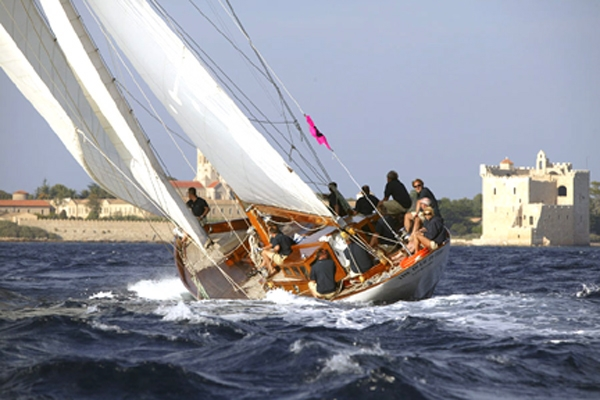 Luxury Crewed Sailing Yacht The Blue Peter Classic Yacht